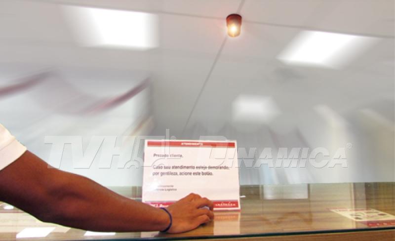 Balcão retira conta com botão para agilizar ainda mais atendimento